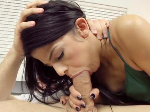 Big Cock Gives A Big Facial To The Petite Beauty